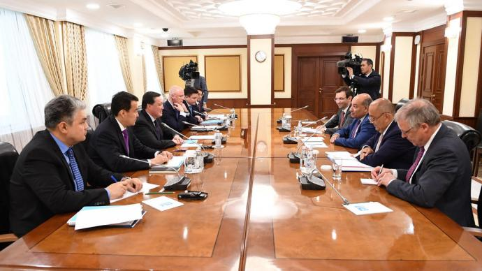 Prime Minister Askar Mamin discusses prospects for expanding cooperation with President of EBRD Suma Chakrabarti