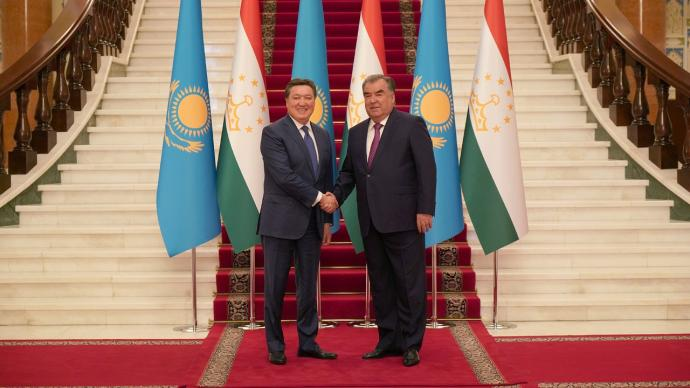 Askar Mamin holds negotiations on expanding trade and economic cooperation with Tajikistan