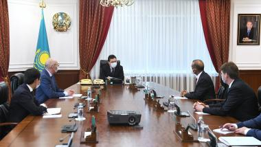 Askar Mamin discusses development of satellite internet in Kazakhstan with leadership of OneWeb